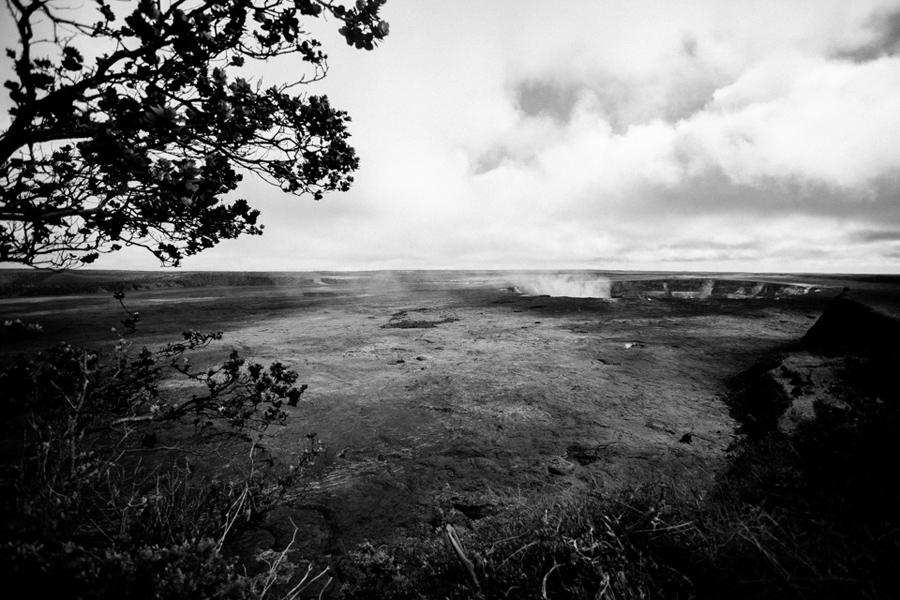 Hawaii volcanos national park smoking caldera