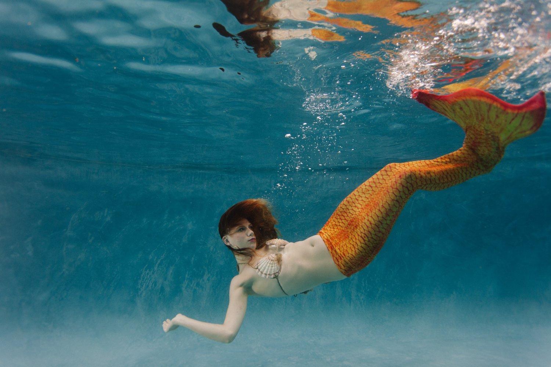 underwater mermaid photos by Arizona underwater photographer