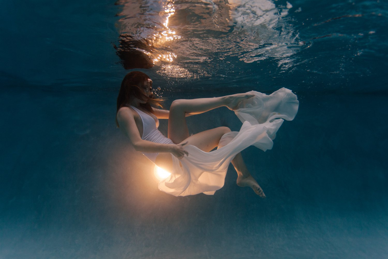 underwater modeling in a pool in Arizona