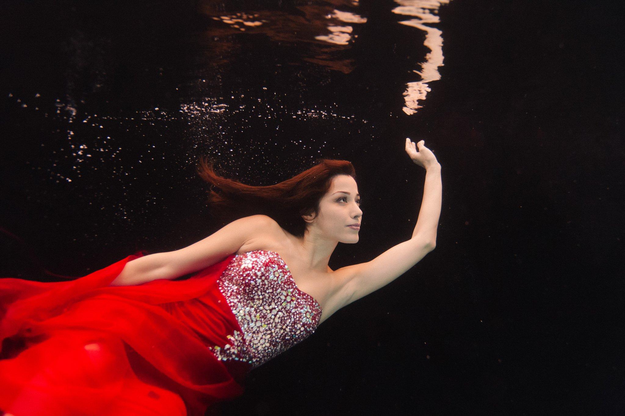 Arizona underwater fashion portraits in red dress