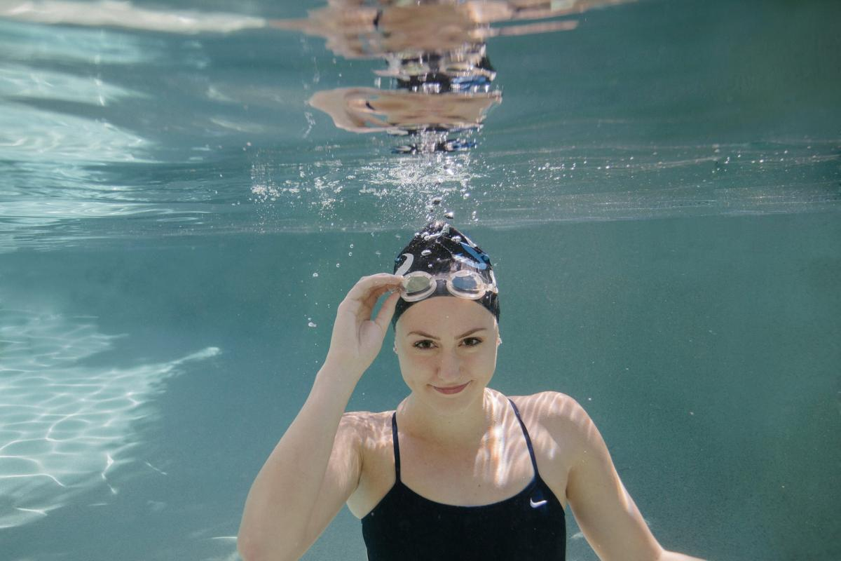 unique artistic underwater high school senior swimmer portraits