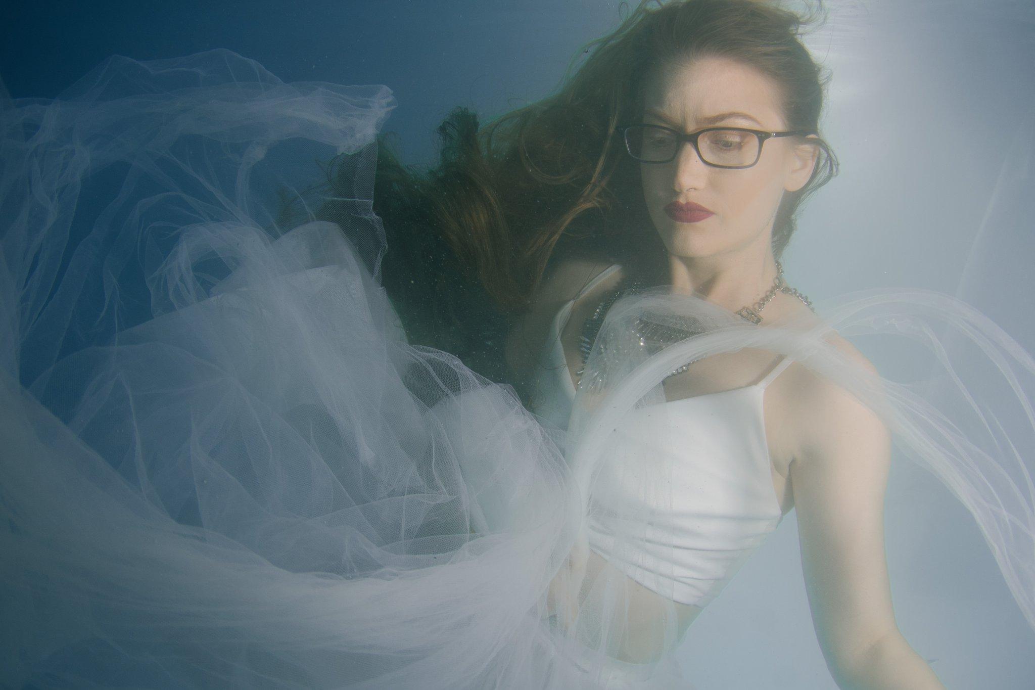 Arizona underwater trash the dress photographer