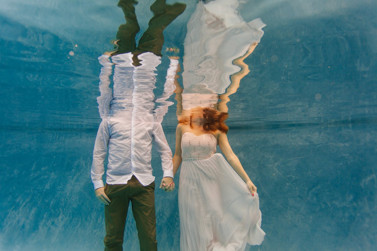 arizona unique engagement photo ideas underwater