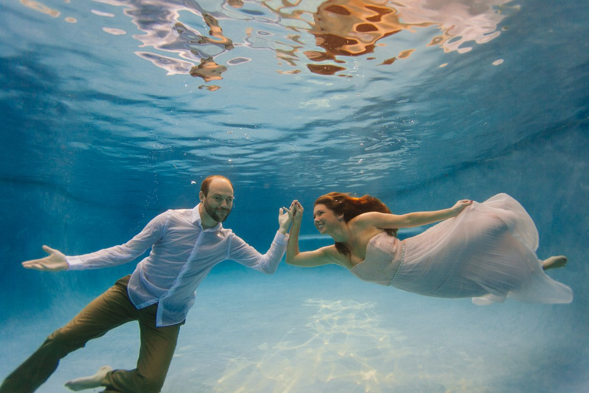 underwater trash the dress photographer Arizona