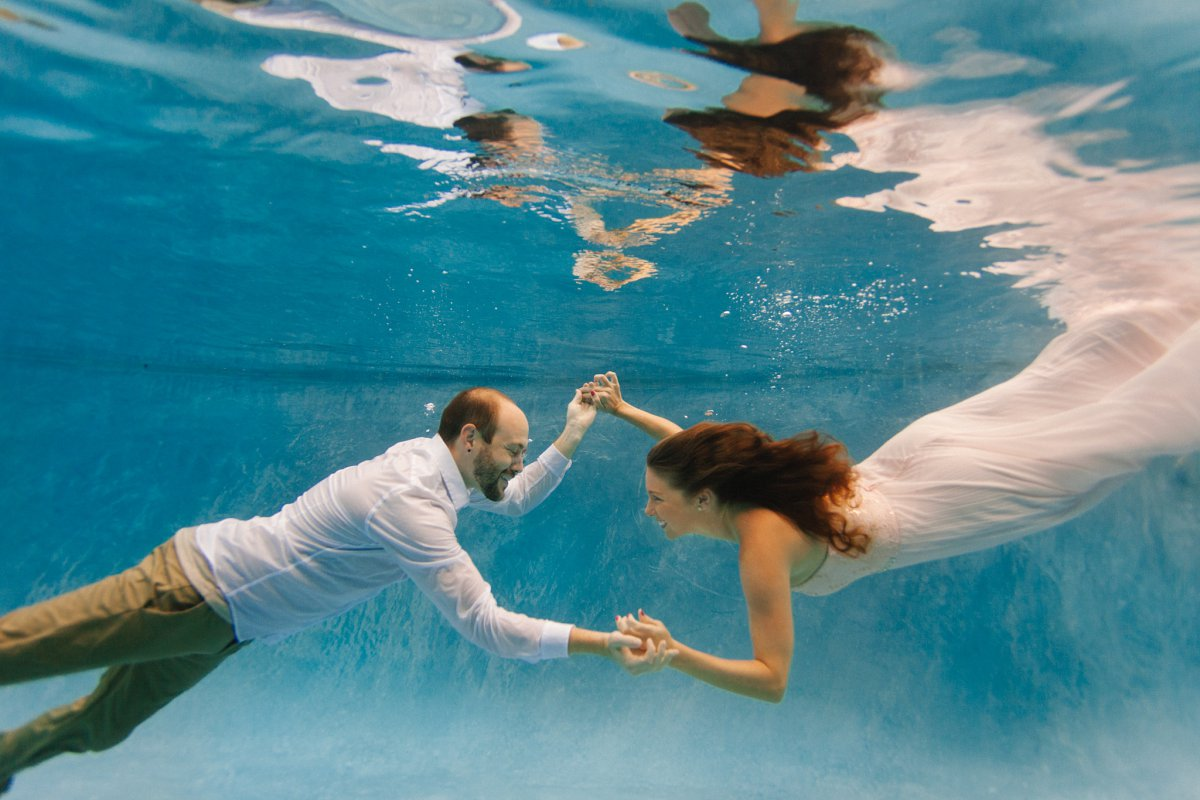 unique engagement photo ideas Phoenix underwater photos