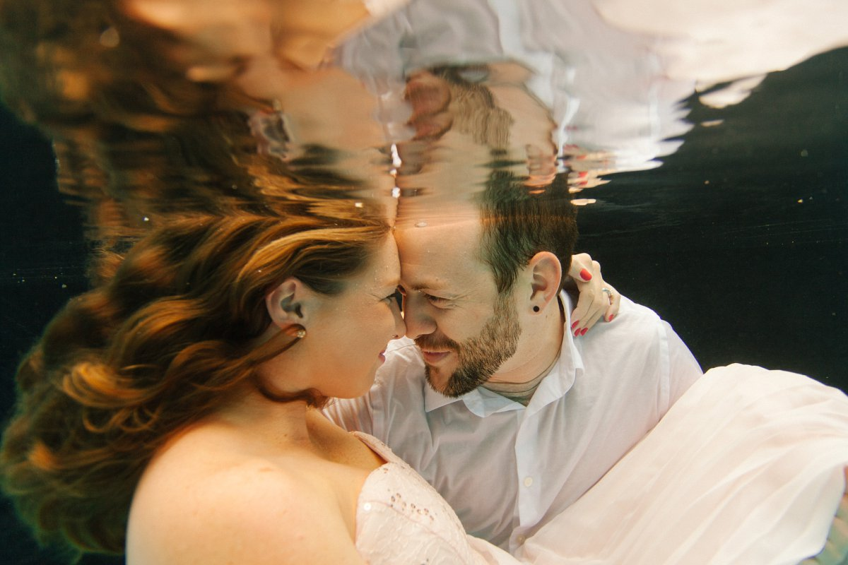 Arizona underwater engagement photos