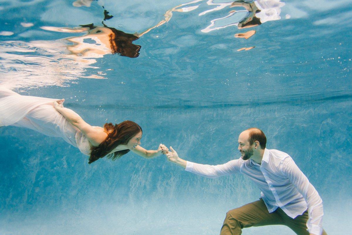 underwater couples portraits Scottsdale AZ