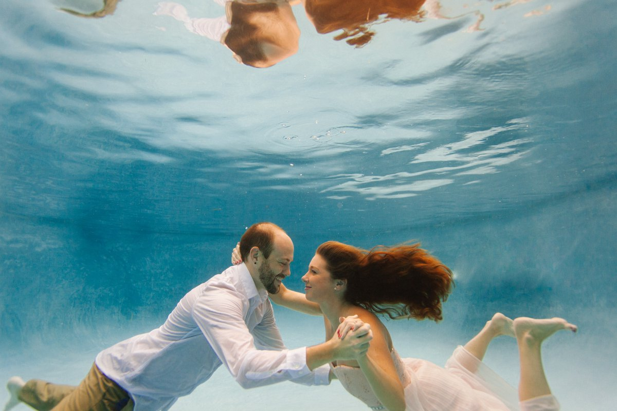 couple dancing underwater in a pool engagement session underwater Arizona