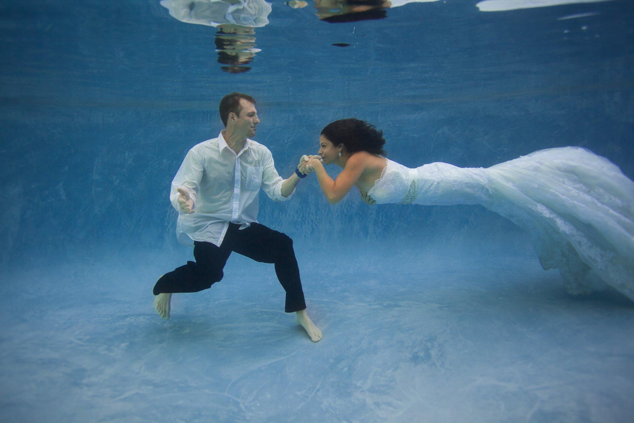 unique trash the wedding dress photos underwater Arizona wedding photographer