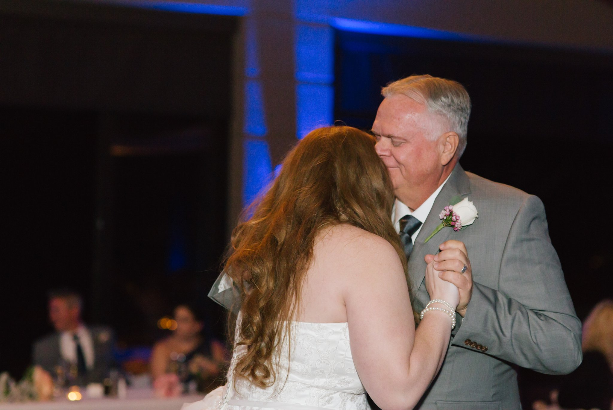 Phoenix documentary wedding photographer father daughter first dance at Eagle Mountain Golf resort Fountain Hills