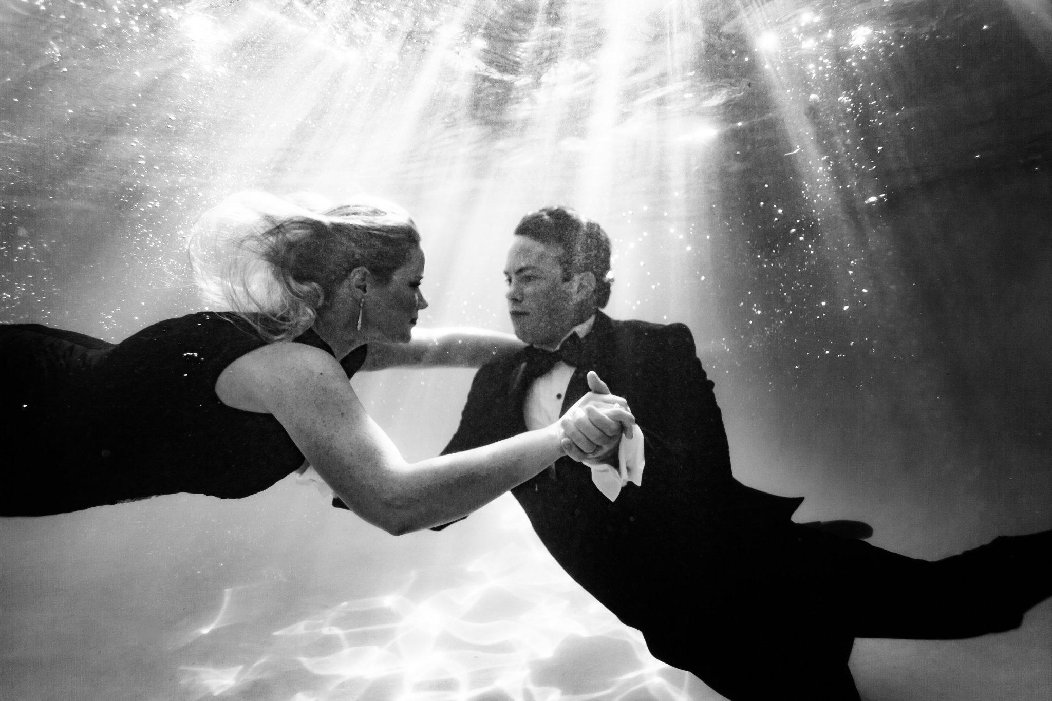 creative underwater engagement photos Arizona underwater photographer