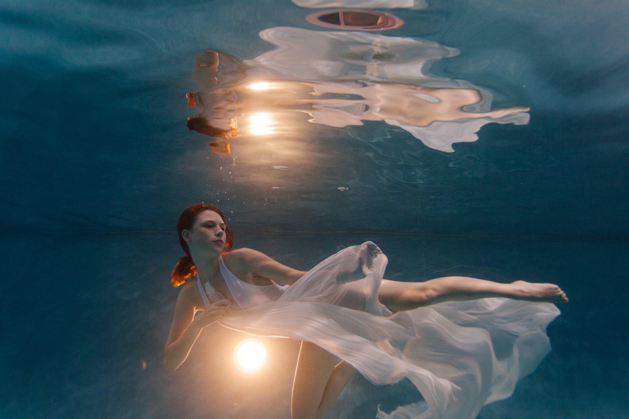 Arizona underwater fashion portraits