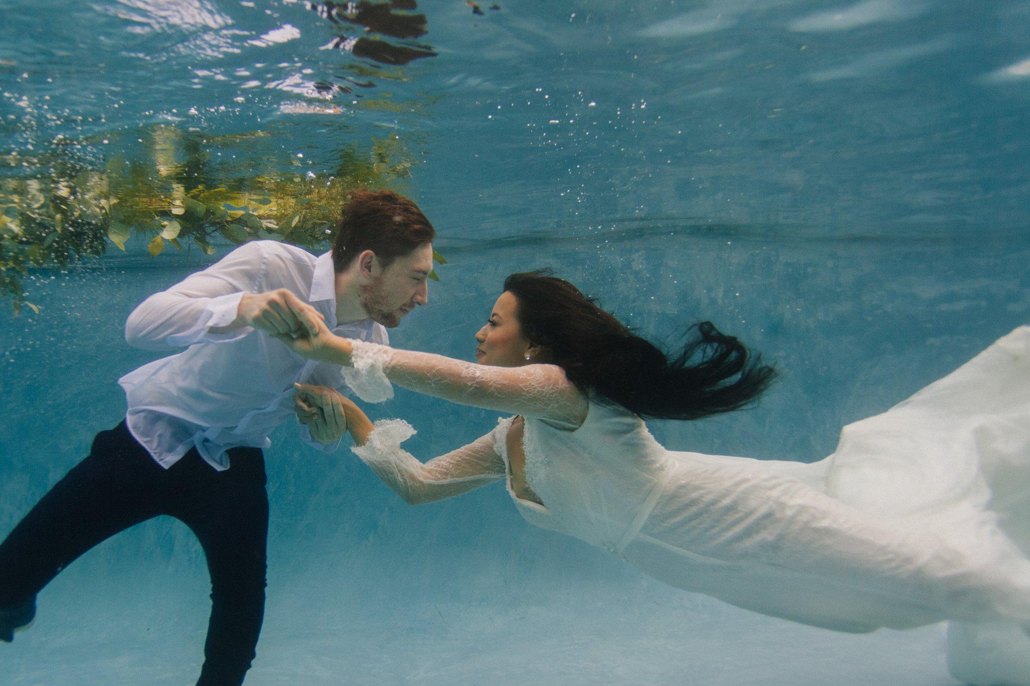 Phoenix creative underwater wedding photos