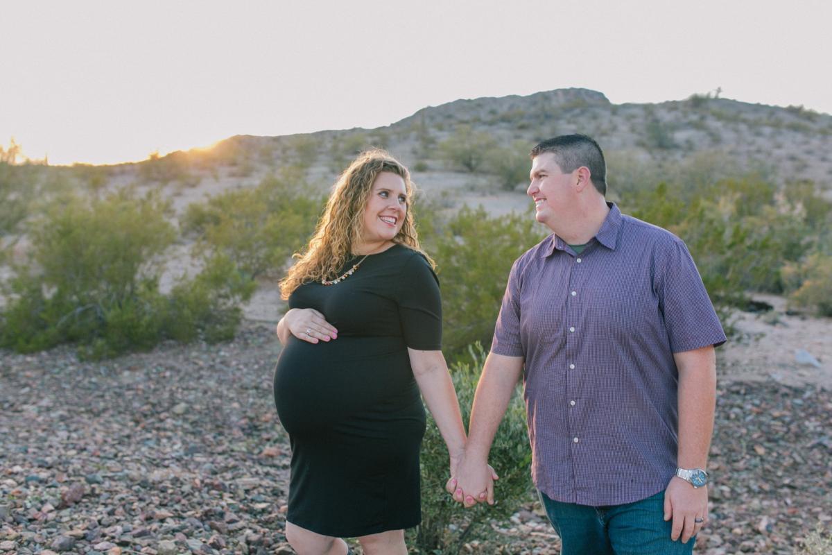 Arizona desert maternity photos
