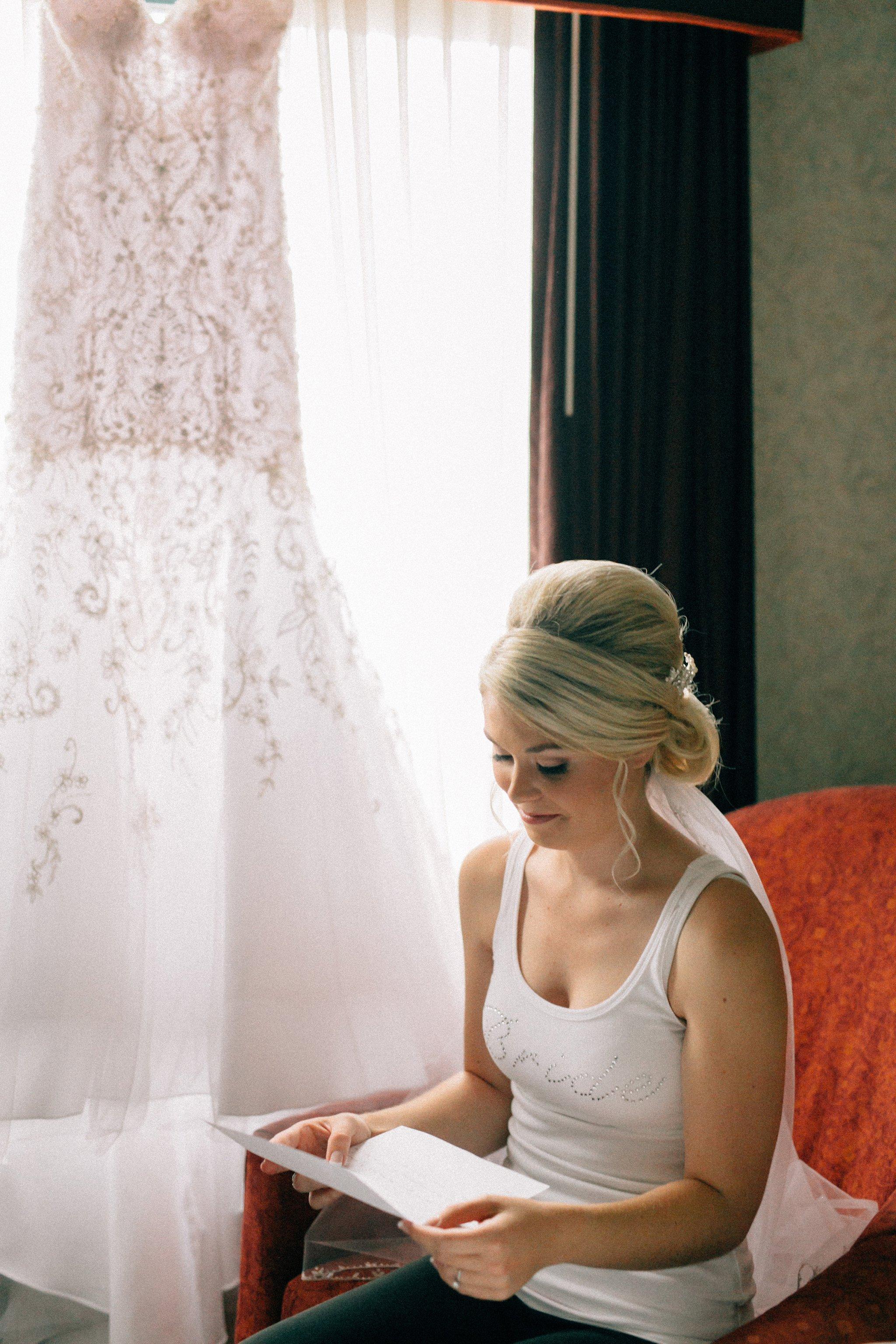 Davenport Iowa bride reading letter