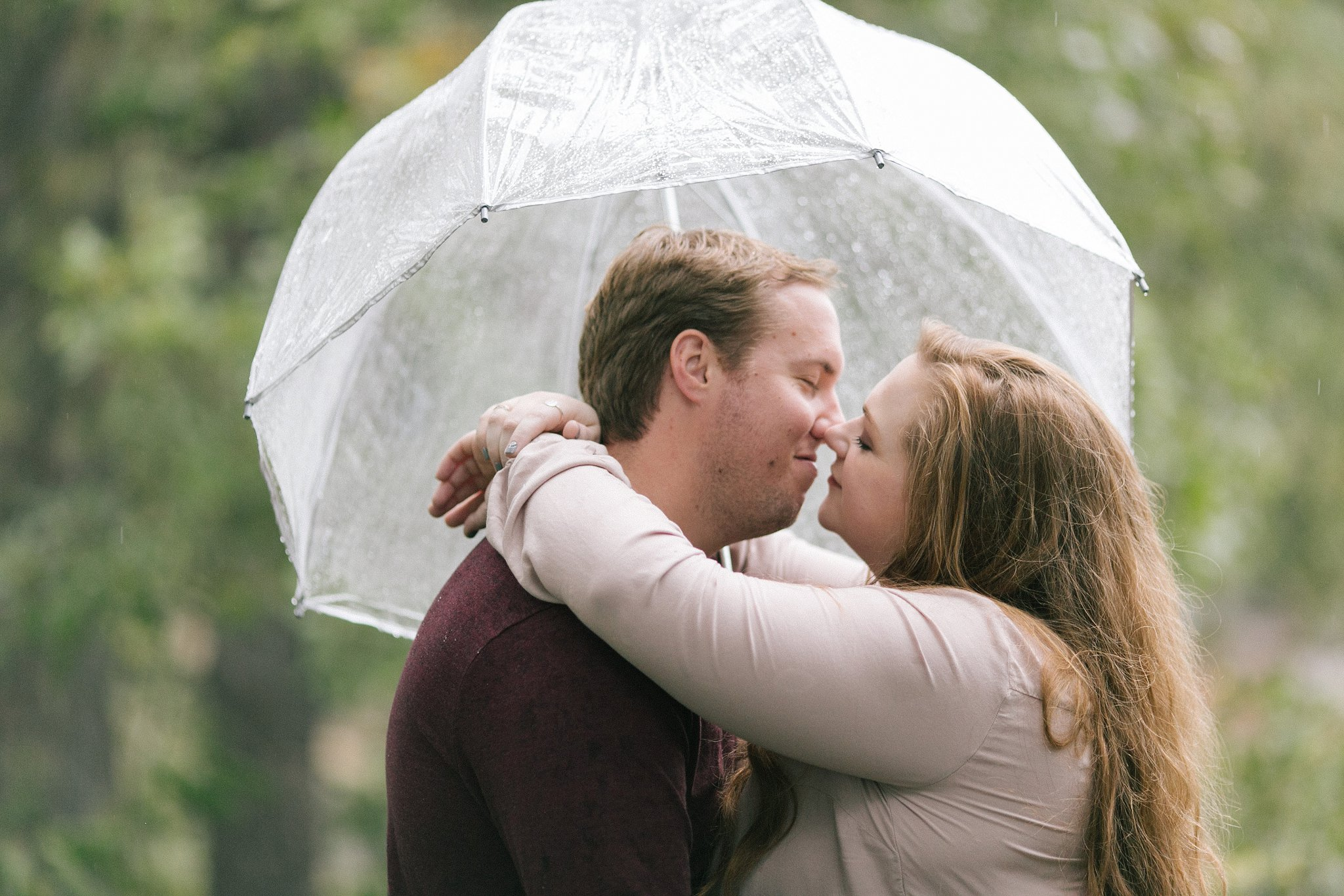 rainy engagement session in Payson