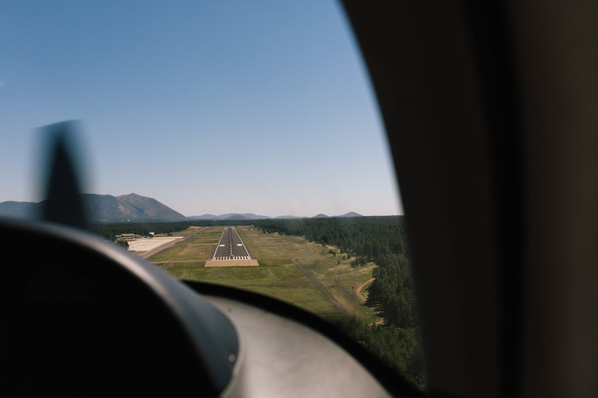 small plane landing in Flagstaff AZ
