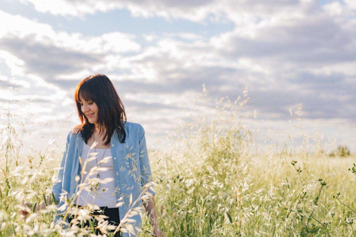arizona college graduate portraits in a field