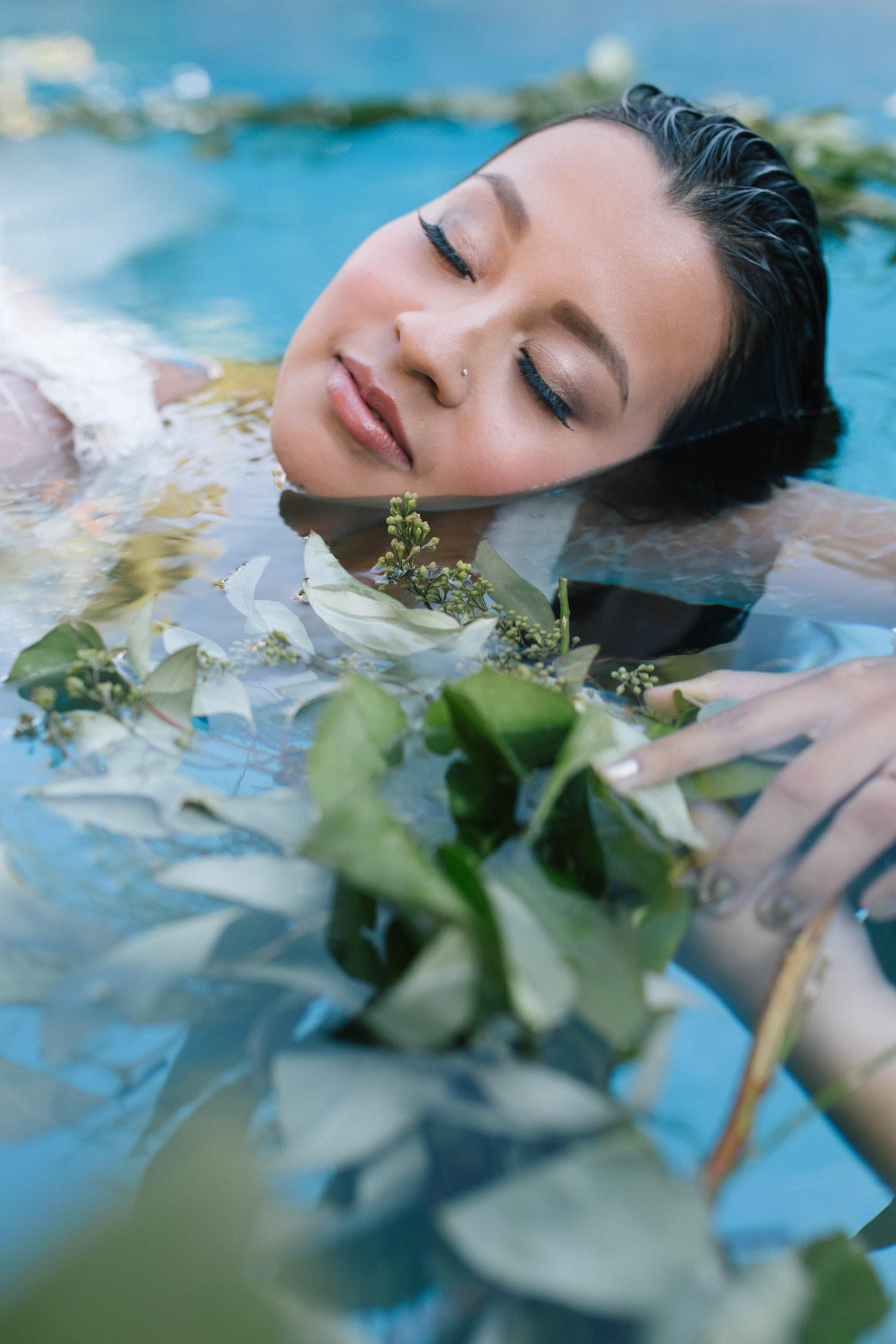 bride underwater in a pool