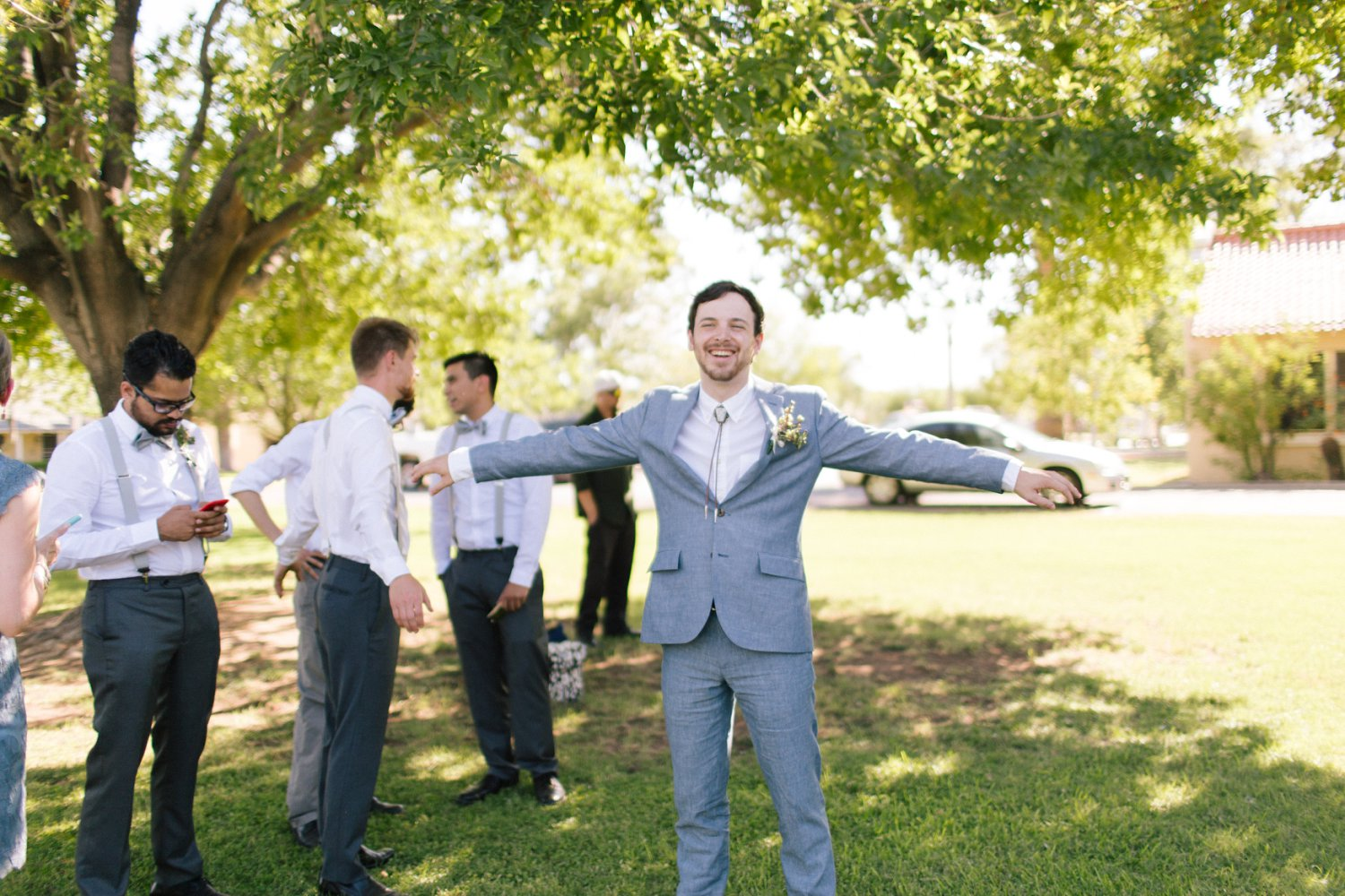 groom in linen suit on a hot Arizona day