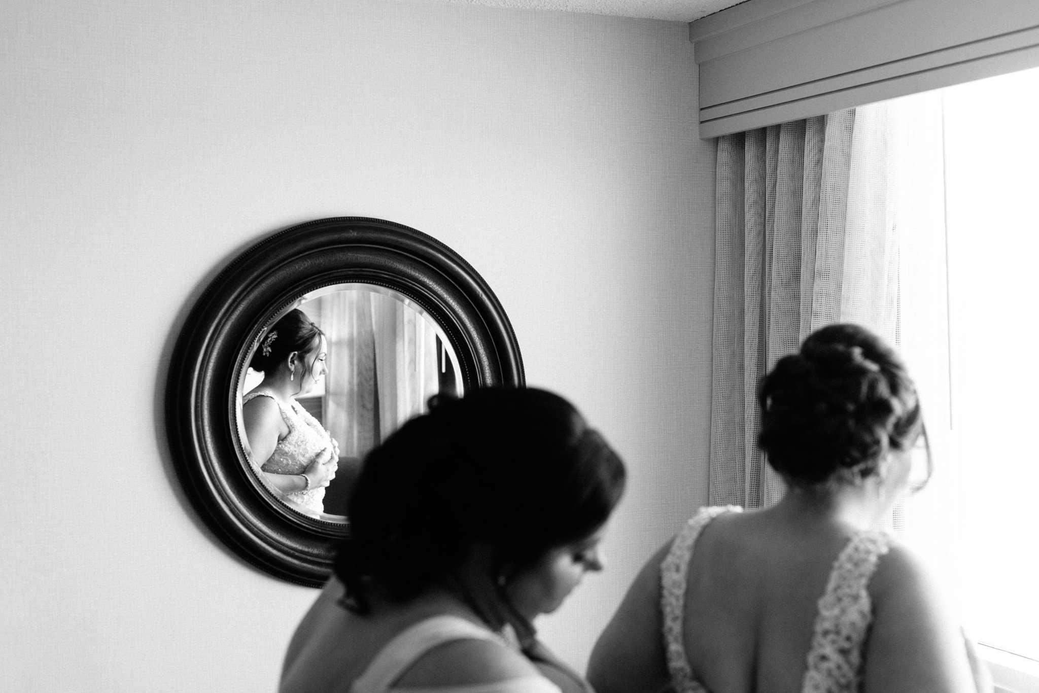 bride getting ready at Crowne Plaza Phoenix hotel