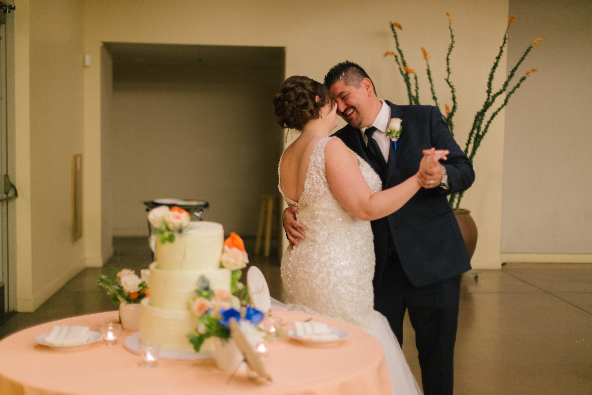 Desert Botanical Gardens reception bride and groom cake cutting