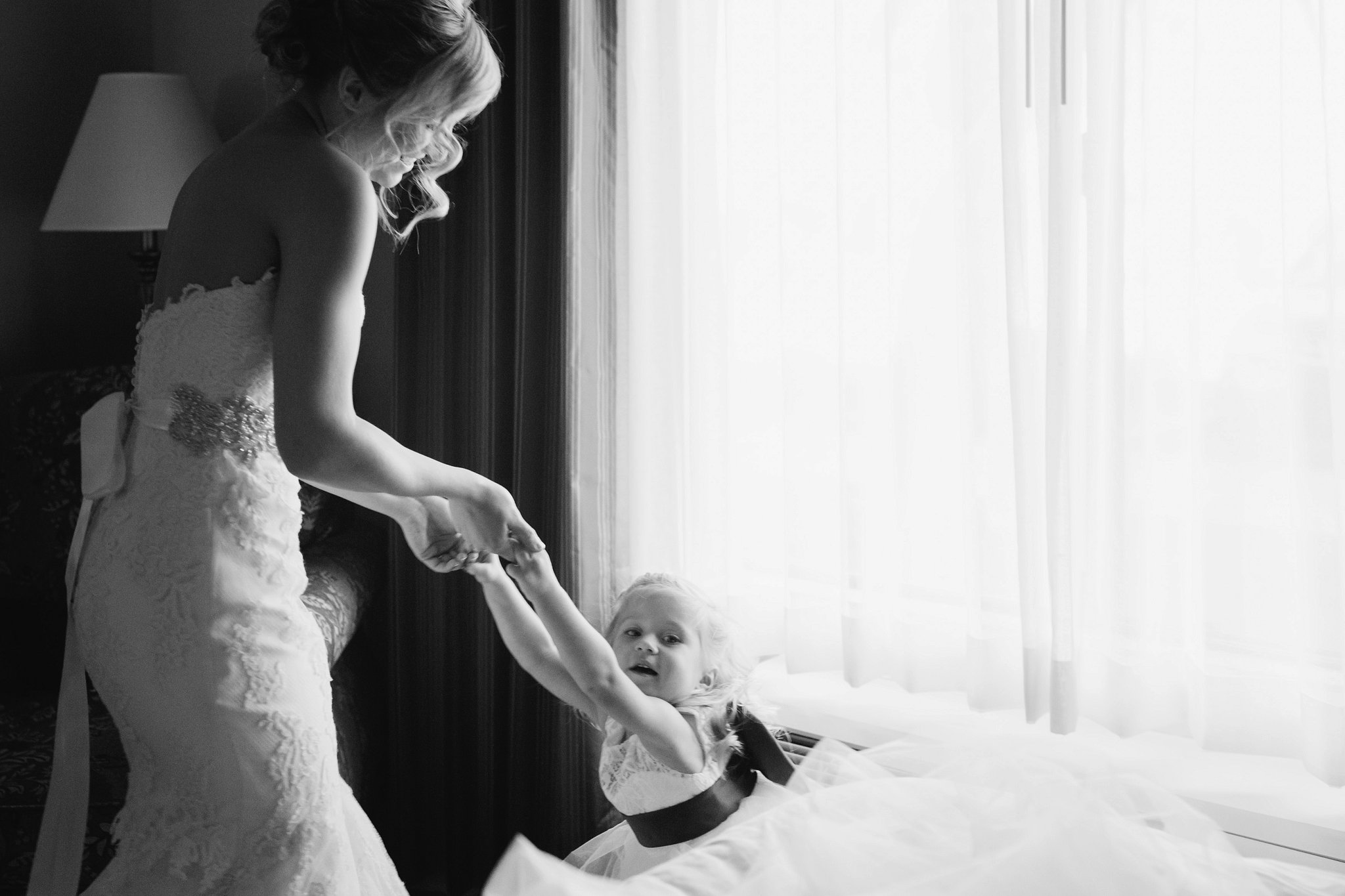 mesa documentary wedding photographer bride playing with flower girl