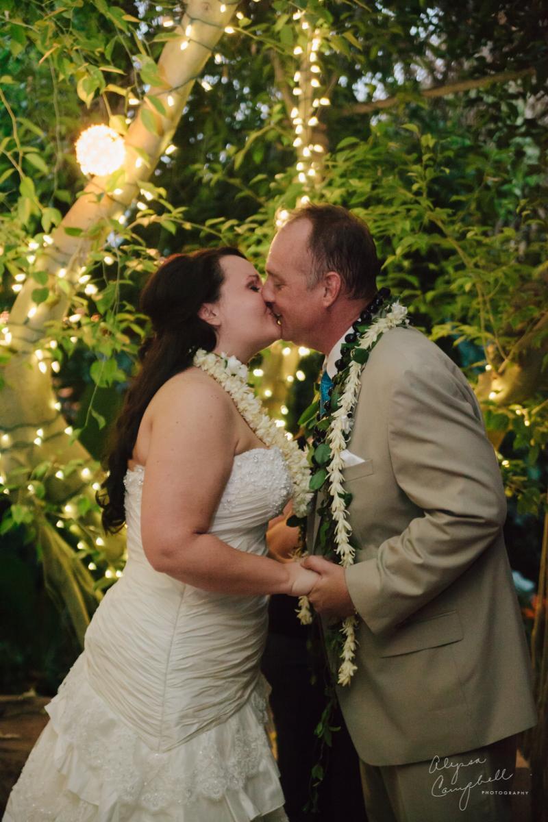 first kiss at Boojum Tree elopement