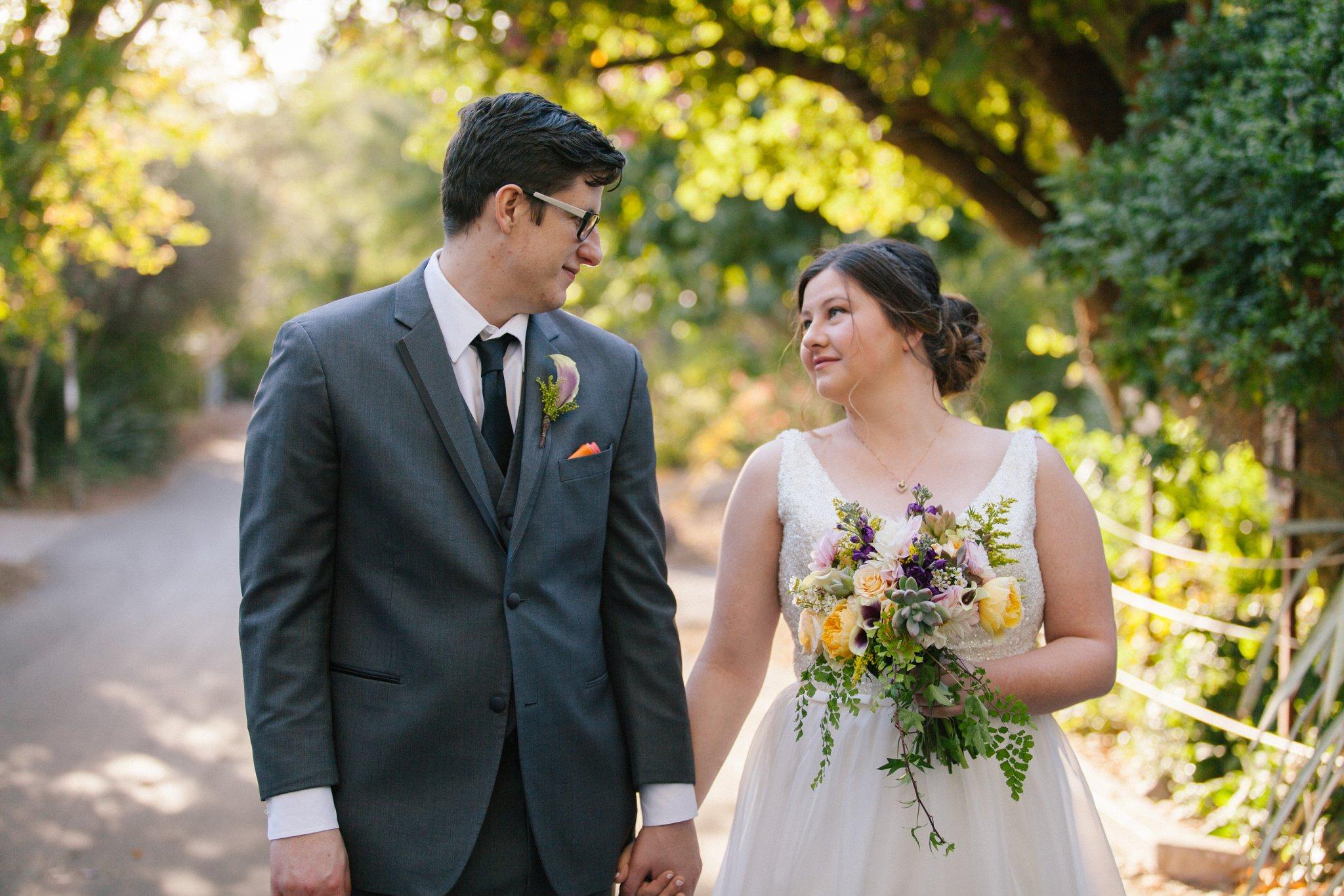 bride & groom at Phoenix Zoo wedding by Phoenix Zoo wedding photographer Alyssa Campbell