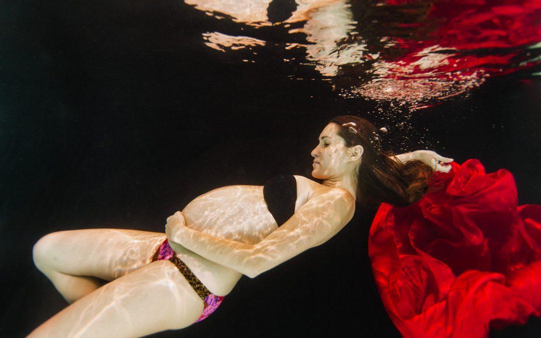 Underwater Maternity Session in Phoenix   Luisiana