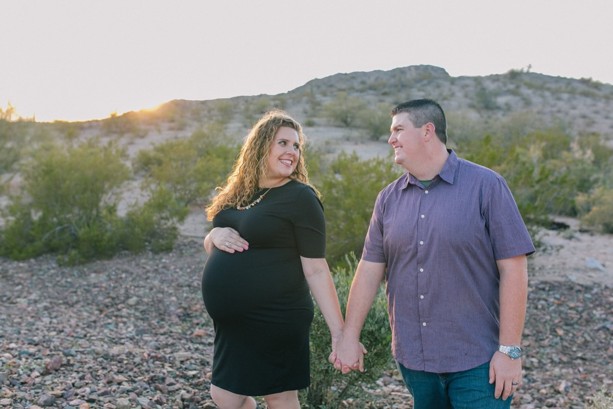 natural relaxed desert maternity portraits Phoenix