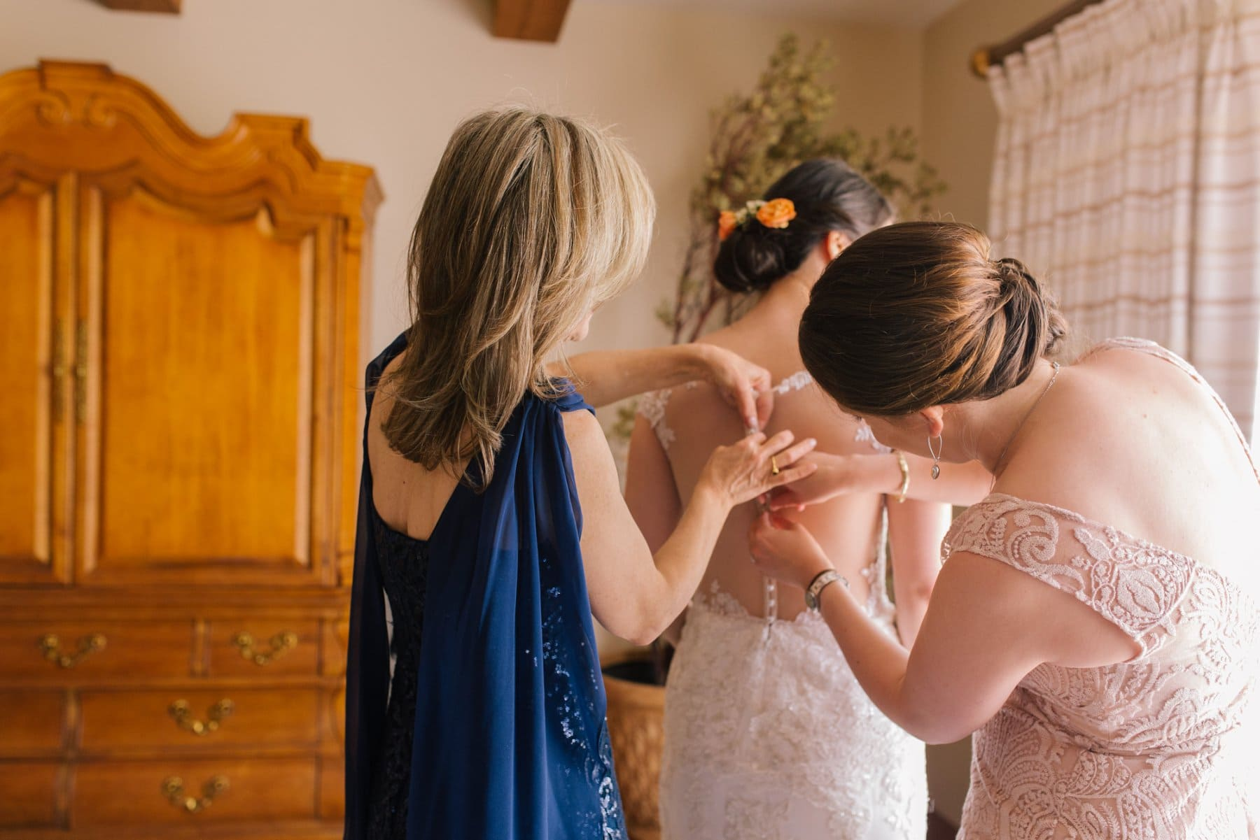 Arizona documentary wedding photographer bride getting dress on in beautiful home