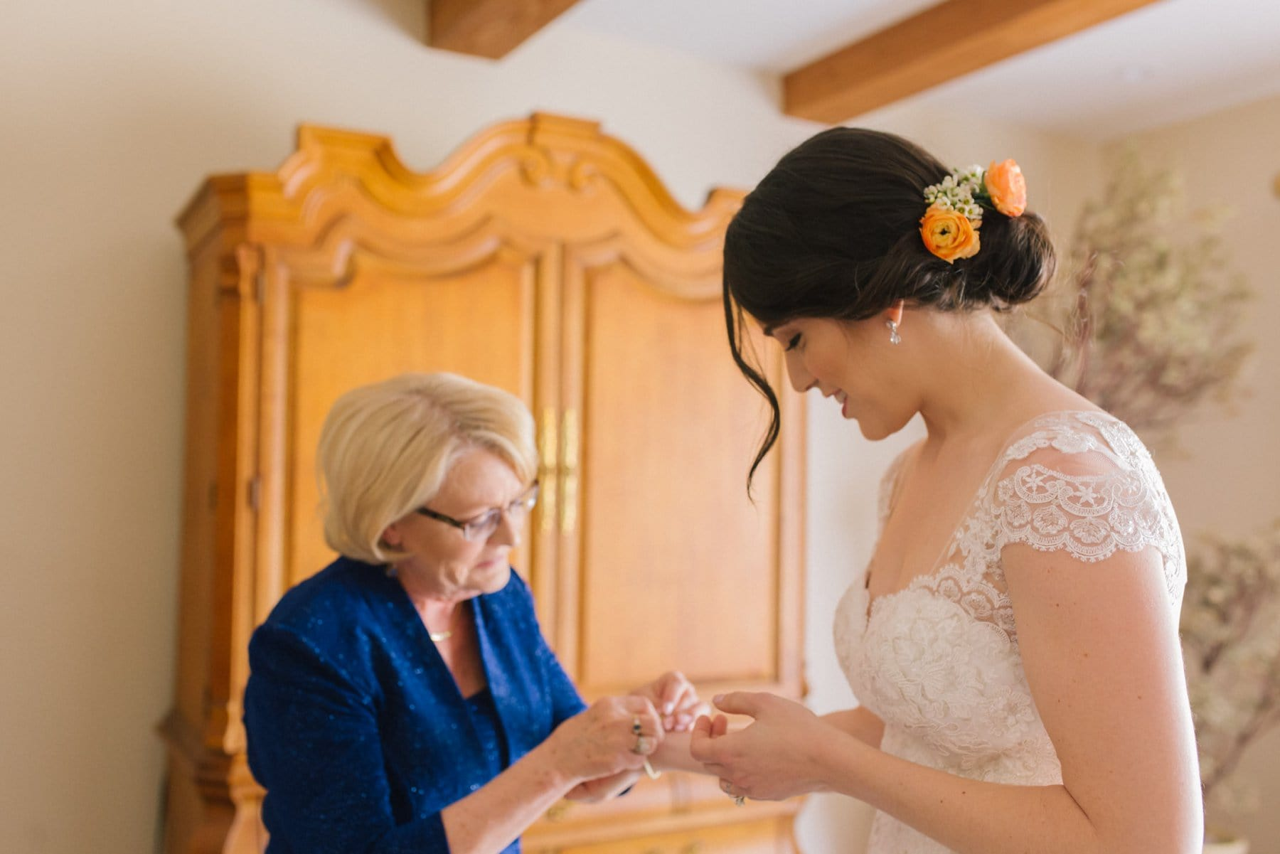 Scottsdale documentary wedding photographer grandma putting on jewelry for bride