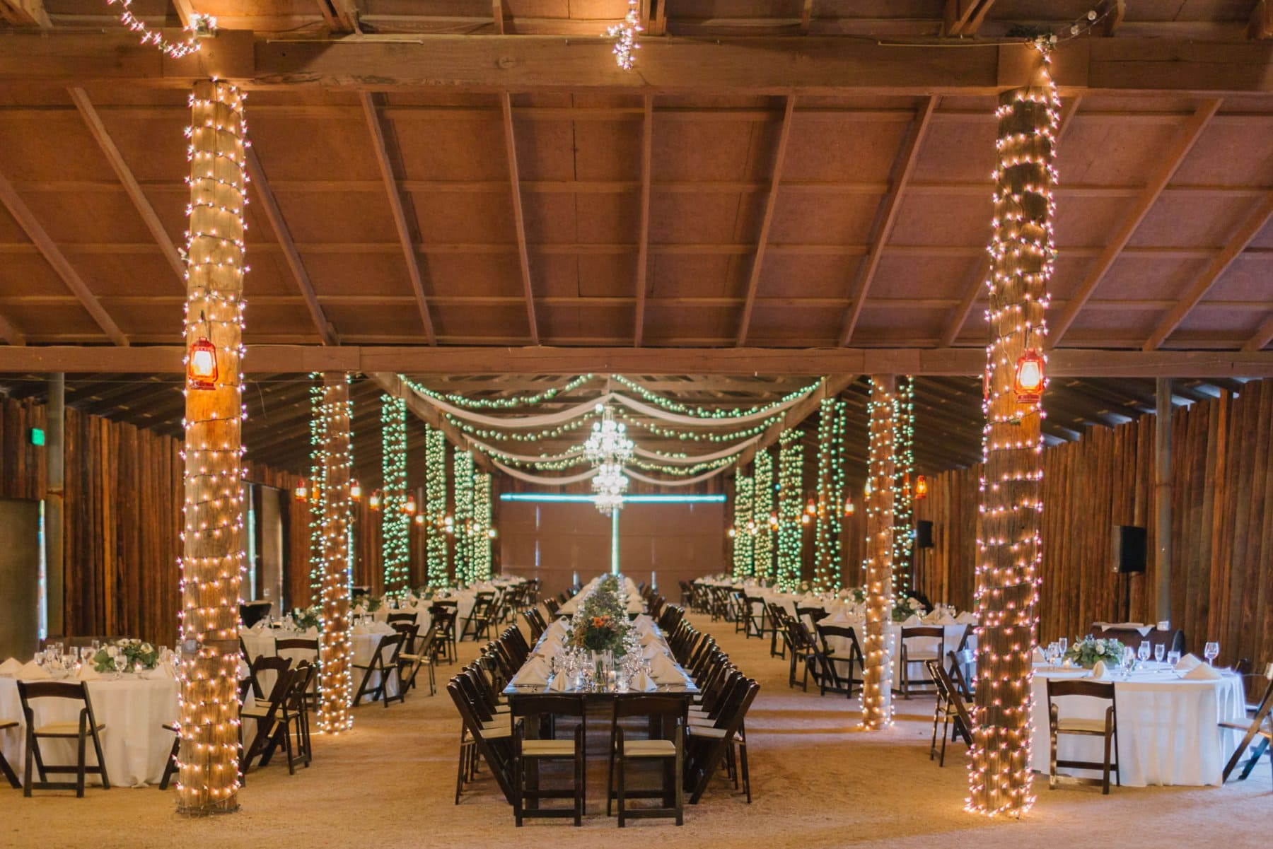 Desert Foothills reception with long farm tables and smaller round tables