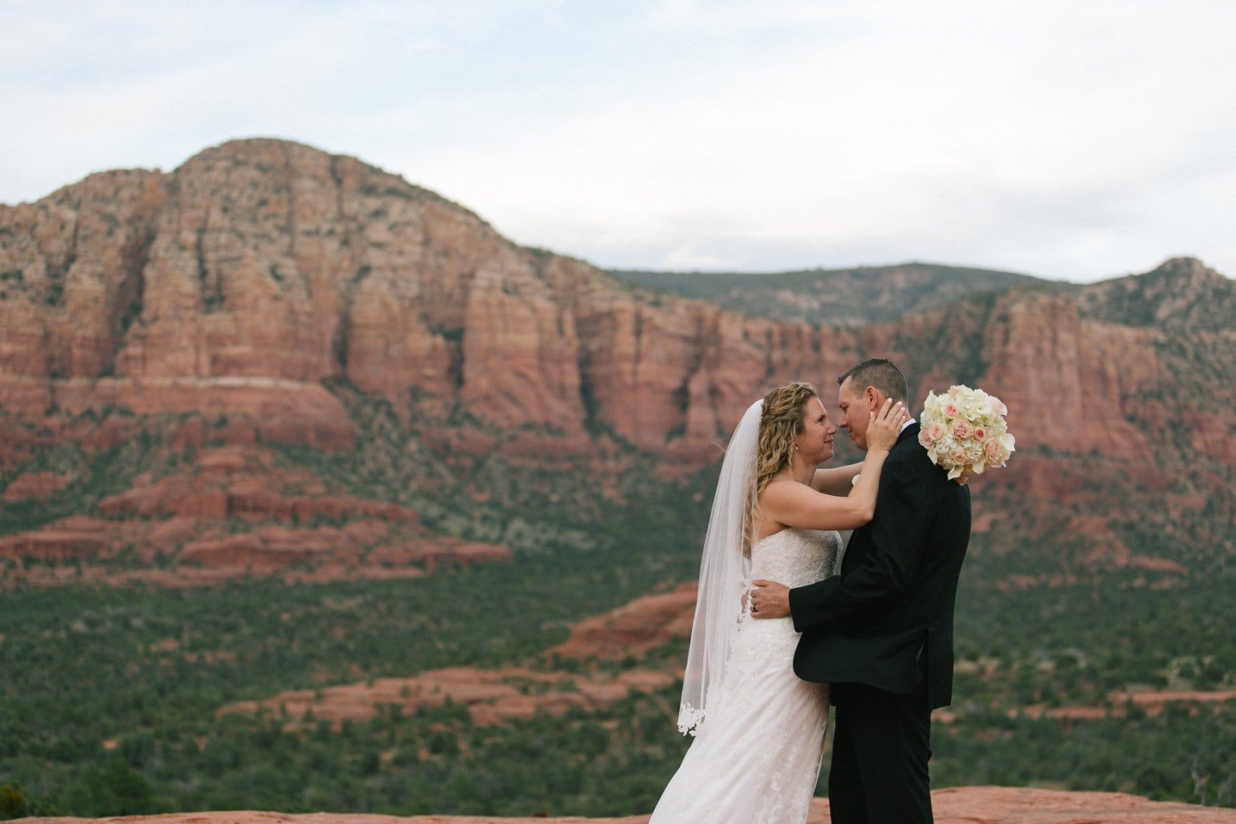 Sedona wedding photos Yavapai Vista Trail