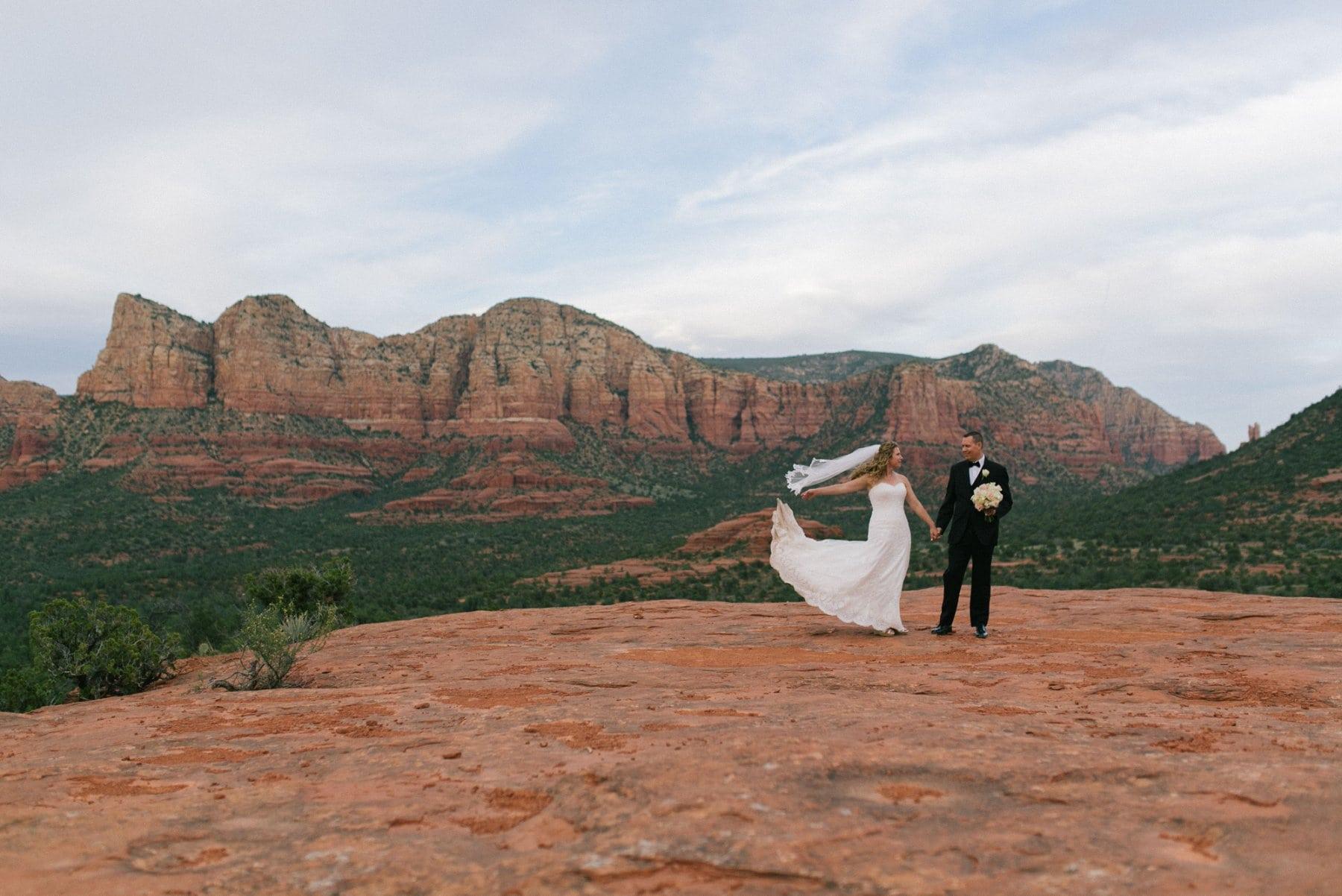 Sedona wedding photographer bride & groom wedding photos at Yavapai Lookout Trail