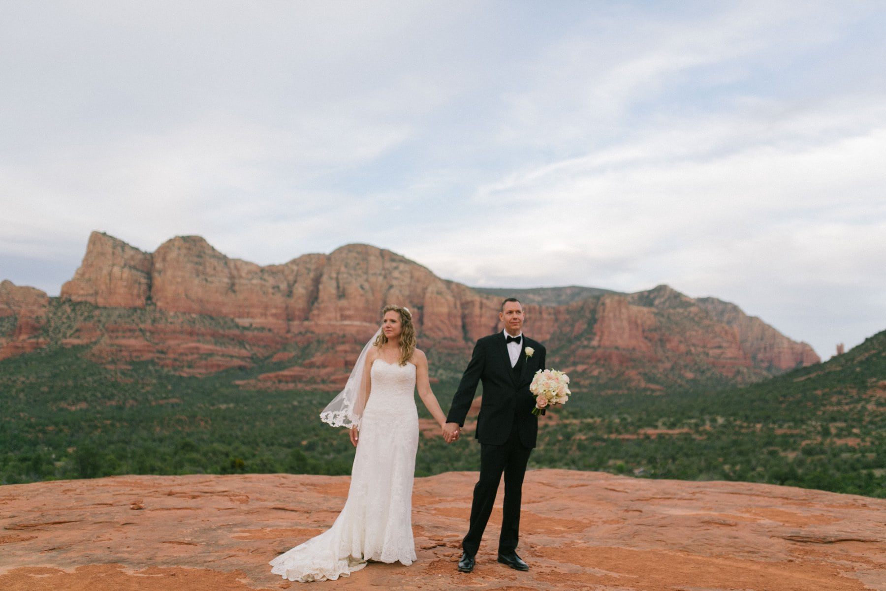 bride & groom in Sedona Yavapai Lookout Trail