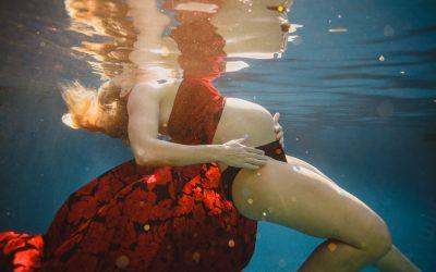 Carren Underwater Maternity Photos