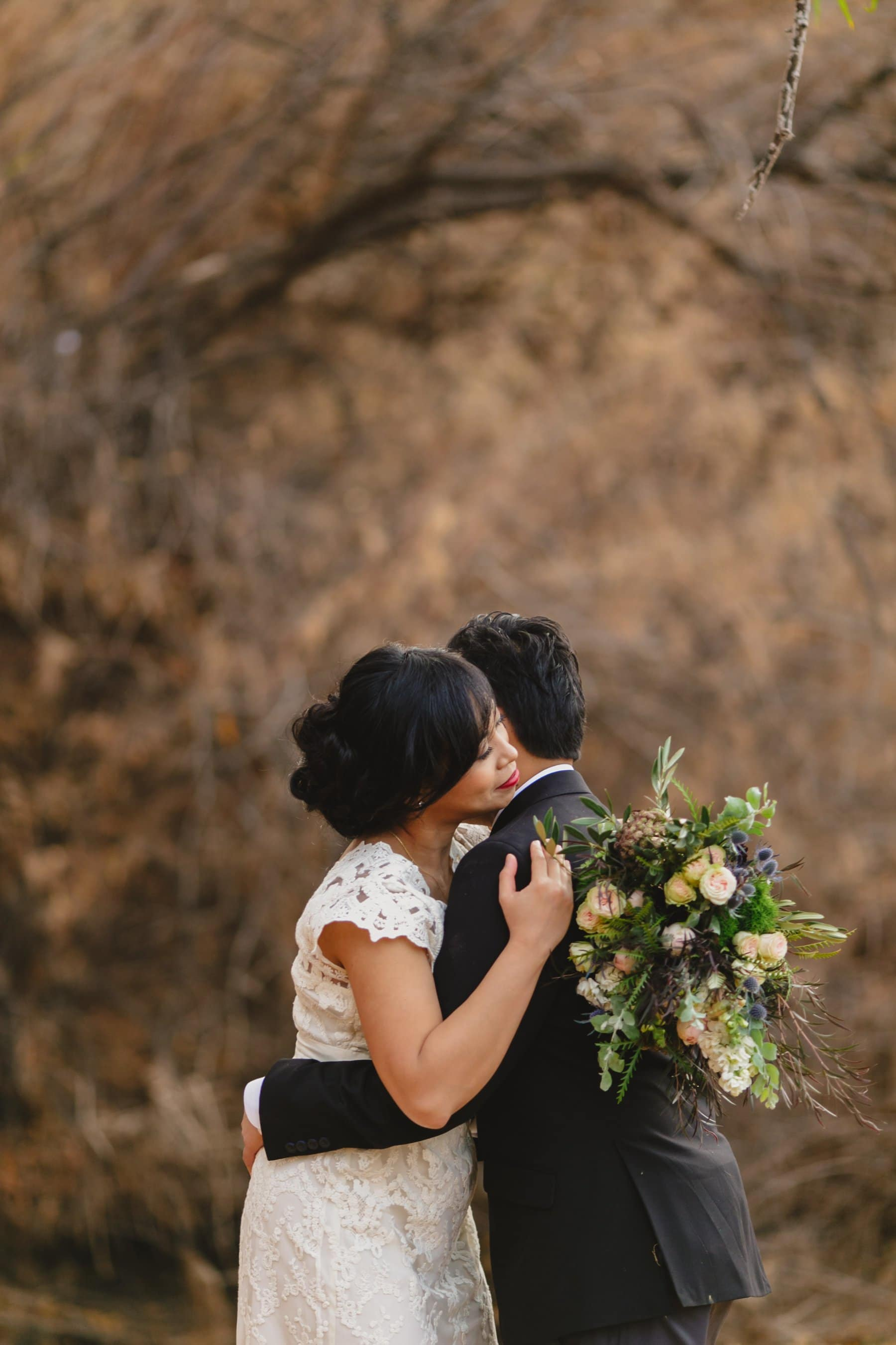 emotional candid wedding photos outdoor wedding in Arizona
