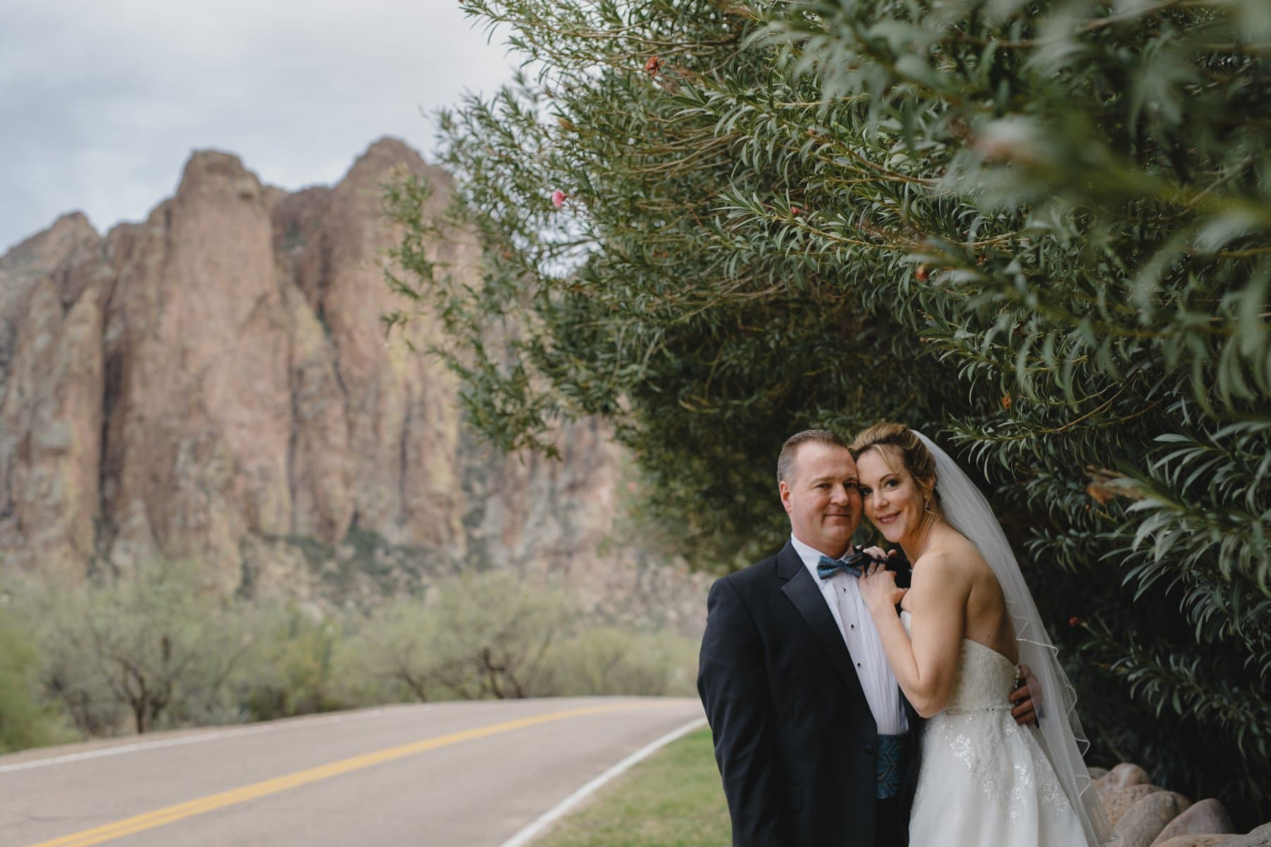 natural outdoor wedding photographer in Phoenix