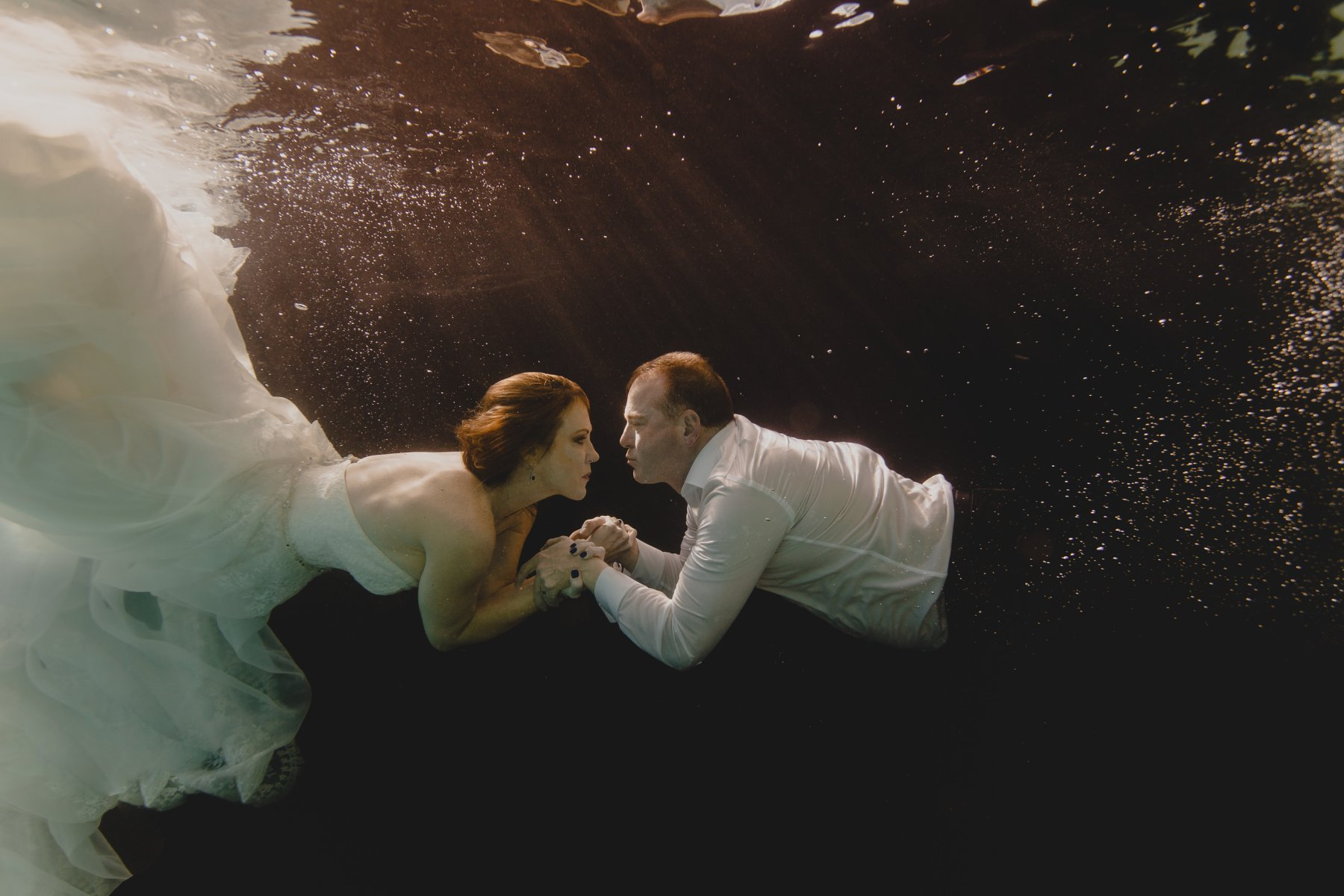 bride & groom underwater wedding photos
