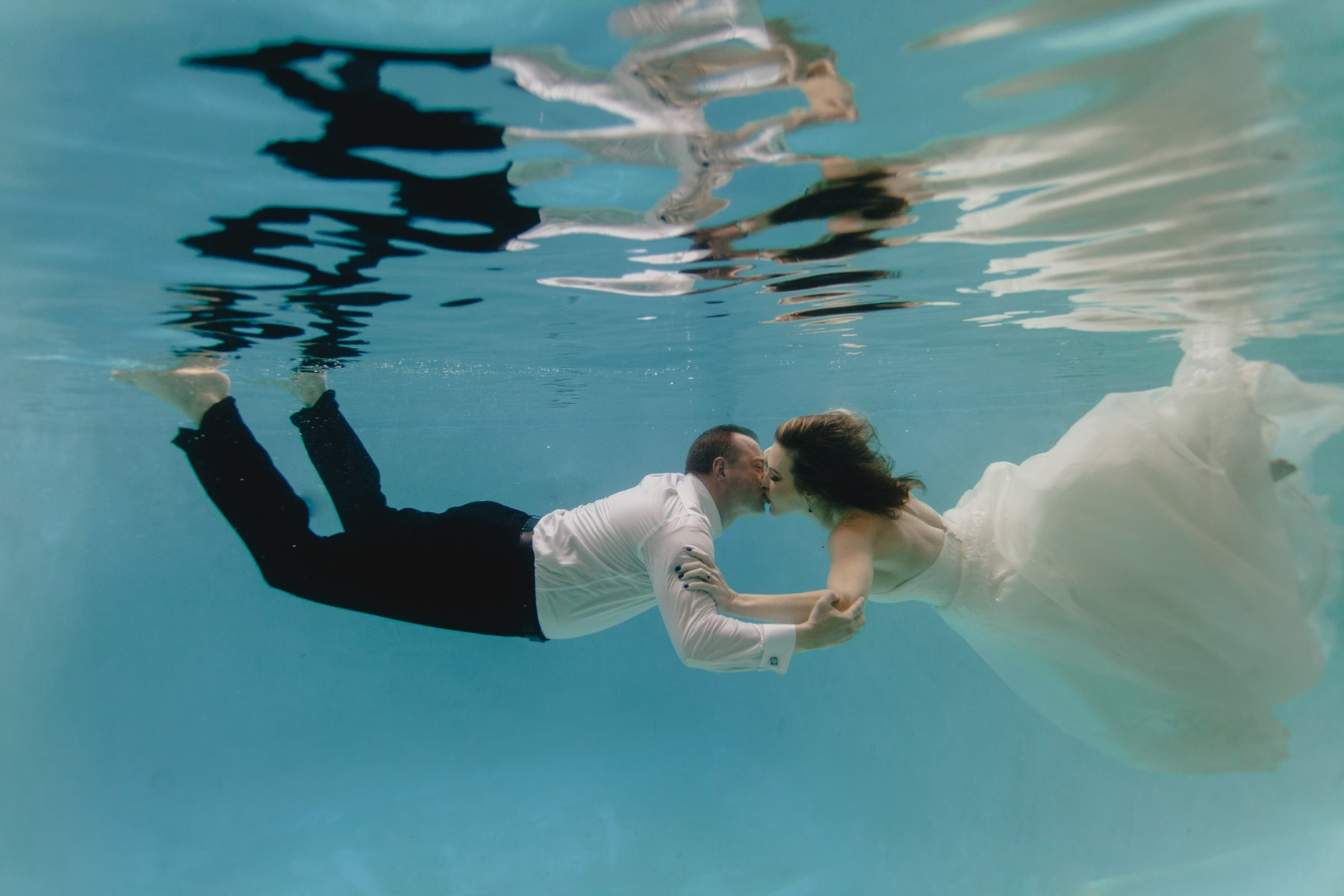 underwater wedding photos in a pool
