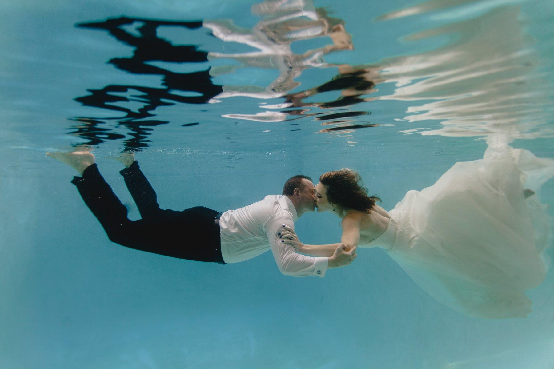 underwater wedding photos in a pool