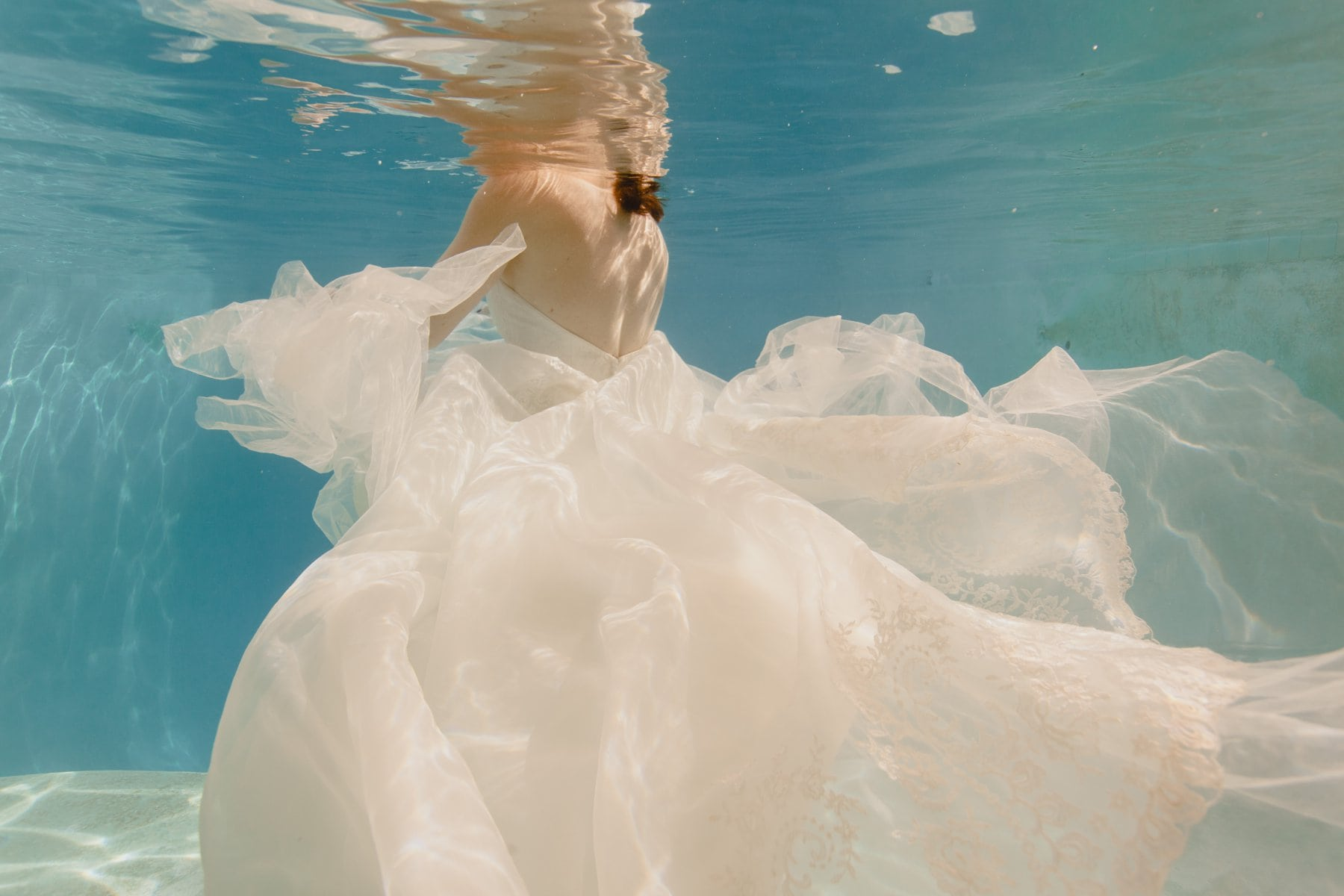 underwater trash the dress photos wedding